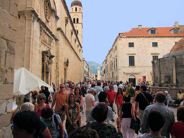 Crowds on Dubrovnik's Stradun
