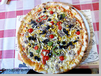 Vegetarian pizza from Mea Culpa